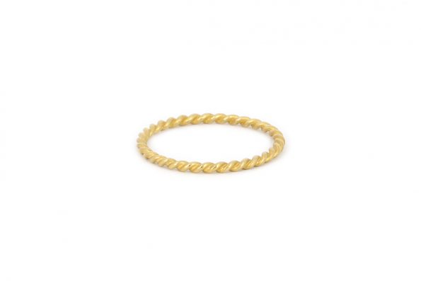 Thin twisted ring · 18ct gold · Design Edith Hegedüs