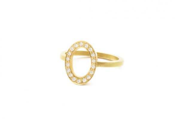 Oval Ring · 18kt Guld · Design Edith Hegedüs