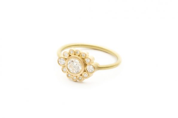 Solitaire Ring · 18kt Guld · Design Edith Hegedüs