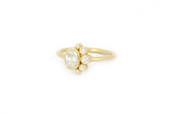 Unique Engagement Ring · 18ct Gold · Design Edith Hegedüs