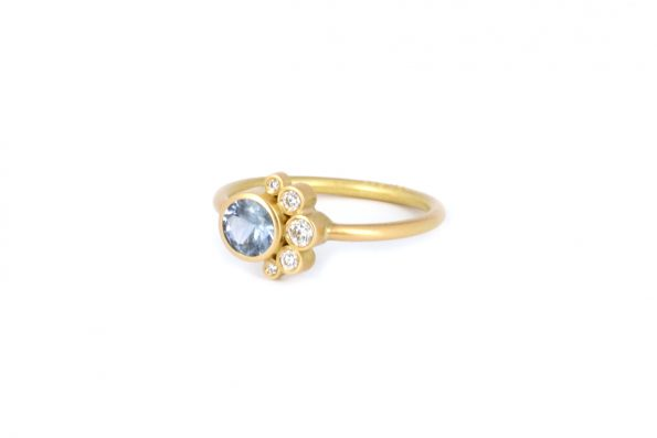 Ring with Sapphire · 18ct Gold · Design Edith hegedüs